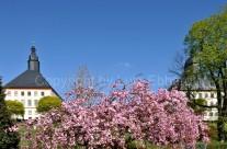 Blick auf die Türme vom Schloss Friedenstein im Frühling