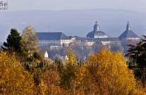 Goldener Herbst und ein Schloss